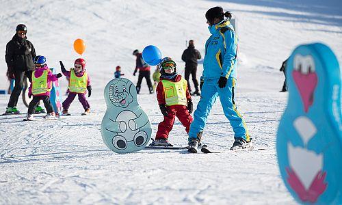 Kinder beim Skikurs in der Zillertal Arena