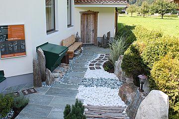 Tile- & Stone Barfußweg mit verschiedenen Stationen