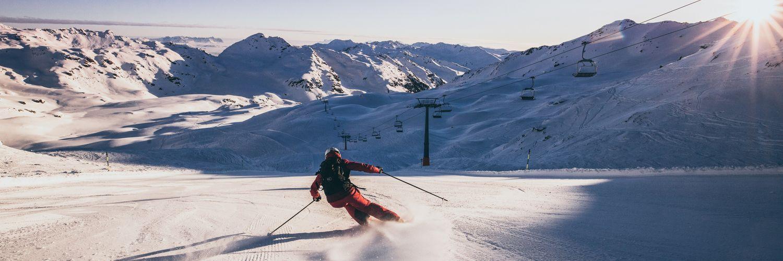 Skifahrer beim Good Morning Skiing in der Zillertal Arena
